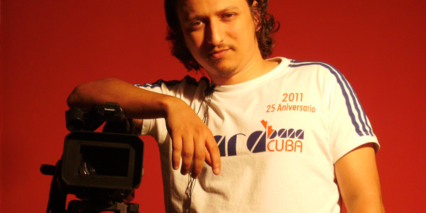 Mike Lorenzo con camara de cine